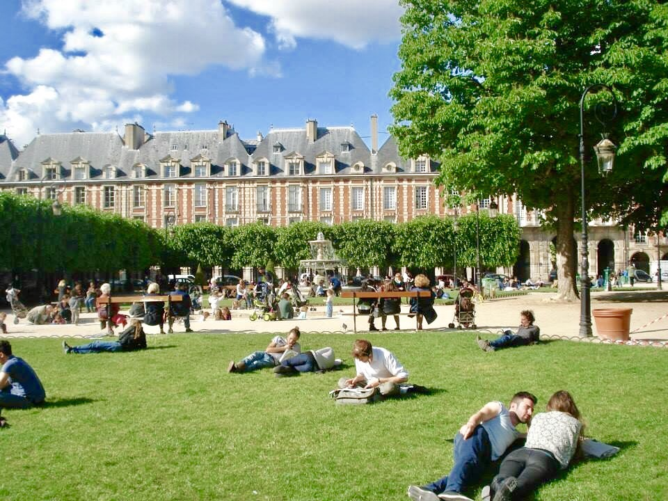 People spending time in the park - take me back to Paris