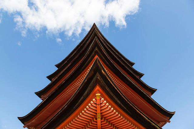 Japan-Miyajima-pagoda - Nicola