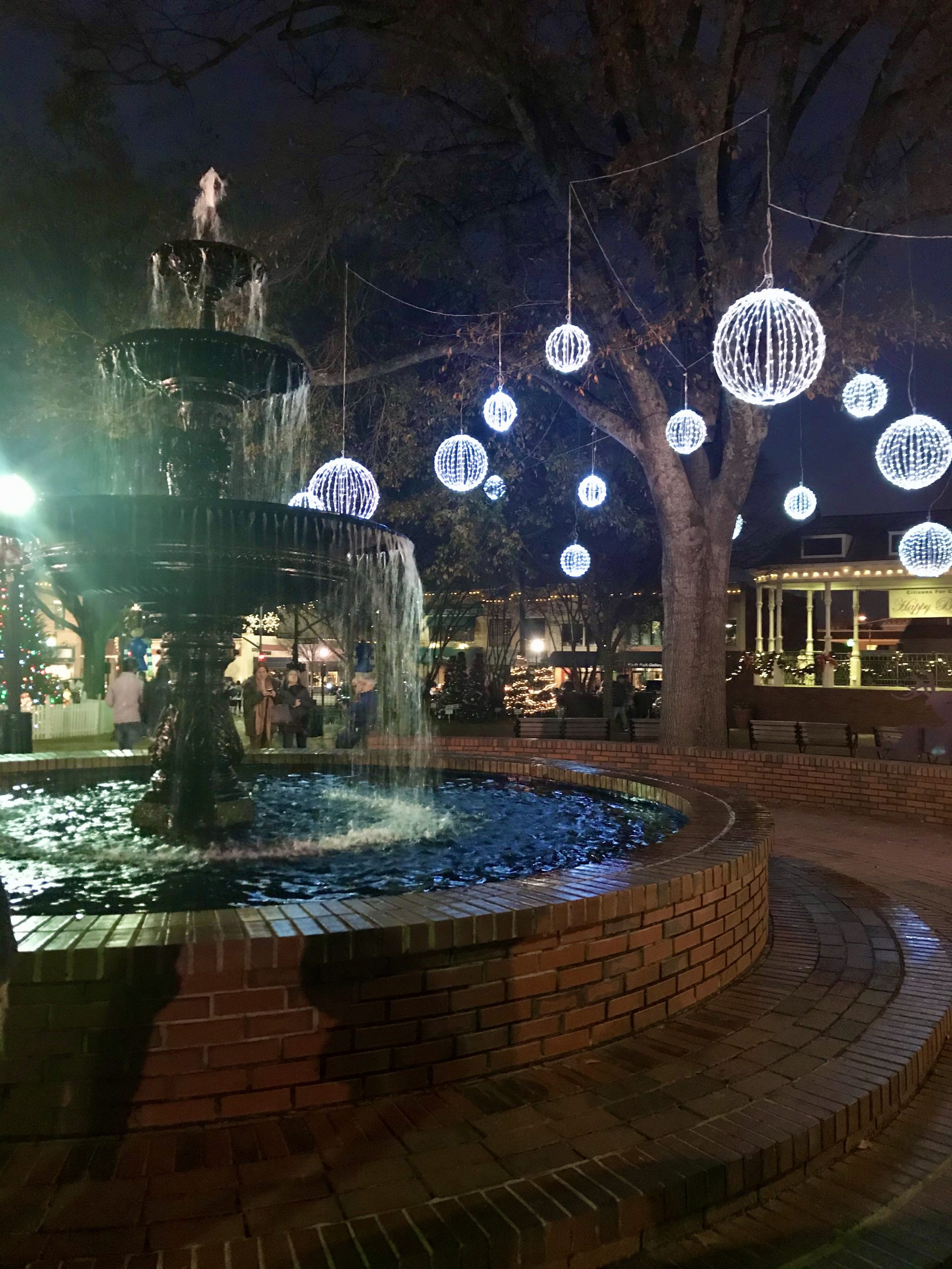 Marietta Square Holiday Decorations - Holiday Weekend in Marietta